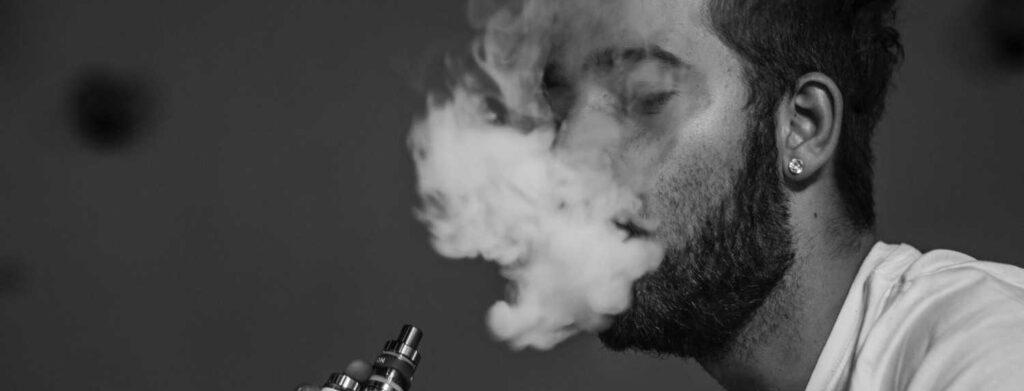 best-weed-vaporizer-man-vaping